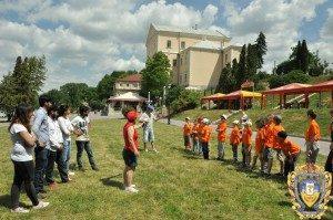 Volontery-inozemtsi-ditiam-16068334-300x199
