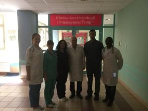 Студенти ТДМУ з професором кафедри анестезіології та інтенсивної терапії Анджеєм Кюблером