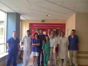 Спільне фото із працівниками відділення загальної хірургії та хірургічної онкології на чолі із професором  Зигмундом  Гжебеняком