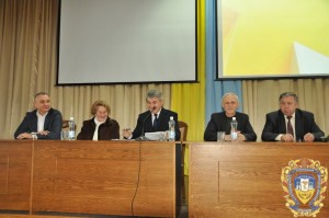 Президія установчих зборів (зліва направо): Р.Д. Левчук, Д.Д. Чубата, А.Г. Шульгай, І.М. Кліщ, П.Є. Мазур