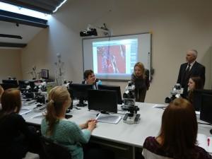 студенти напрямку медсестринства на занятті з анатомії