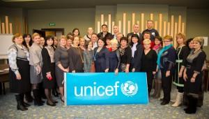 Колективне фото учасників тренінгу разом з тренерами ЮНІСЕФ