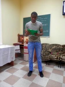 Студент I курсу VI групи Шілонго Еліезер Іхула, вірш «Слово, чому ти не твердая криця» (Why art thou not like tempered steel)